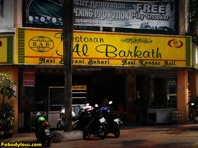 After that, we're off to a nearby mamak at Kepong for some good ol' Malaysian mamak food! And to meet a friend who has something pretty special for me. :)
