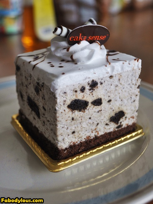 Before we go home, I just couldn't help but to get just a small piece of Oreo cheesecake! My fave! :D